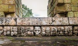 在玛雅废墟的被雕刻的细节- Copan考古学站点,洪都拉斯 免版税库存照片