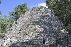在玛雅科巴的一座古老玛雅人金字塔破坏墨西哥,不是电烫 库存图片