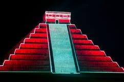 在玛雅金字塔的轻的展示在奇琴伊察 墨西哥, 免版税库存图片