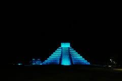 在玛雅金字塔的Lightshow在奇琴伊察,墨西哥 图库摄影