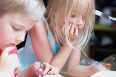 在玩具的儿童游戏 免版税库存照片
