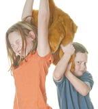 在玩具的战斗孩子 免版税库存照片
