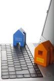 在玩具的房子膝上型计算机 免版税库存照片