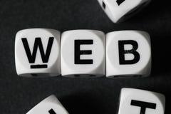 在玩具立方体上的词网 免版税库存图片