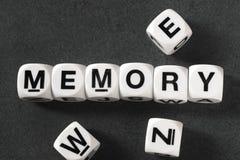 在玩具立方体的词记忆 免版税库存图片