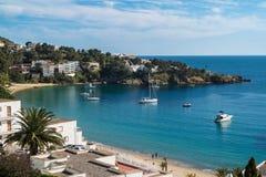 在玫瑰的Petites卡涅列斯海滩,肋前缘Brava,卡塔龙尼亚,西班牙 免版税图库摄影