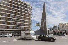 在环形交通枢纽的纪念碑在对卡迪士, i港的入口附近  库存图片
