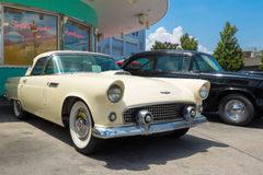 1956年在环球影业佛罗里达的Ford Thunderbird 图库摄影