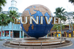 在环球影业的转动的地球喷泉在新加坡 图库摄影