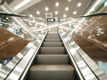 在现代商城的被弄脏的自动扶梯 免版税图库摄影