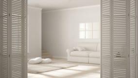 在现代斯堪的纳维亚客厅的白色折叠门开头有沙发的,白色室内设计,建筑师设计师概念,迷离b 皇族释放例证