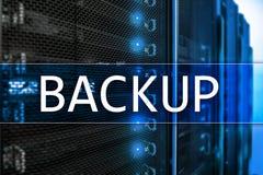 在现代服务器室背景的备用按钮 数据预防损失的措施 系统恢复 库存图片