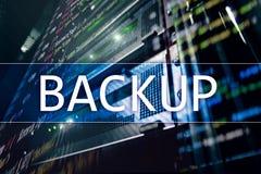在现代服务器室背景的备用按钮 数据预防损失的措施 系统恢复 免版税库存图片