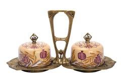 在现代样式设置的古色古香的瓷。 库存照片