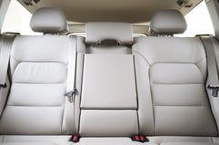 在现代豪华汽车的后面乘客座位 库存照片