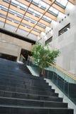 在现代里面的大厦 免版税库存照片