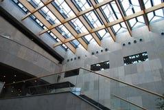 在现代里面的大厦 免版税库存图片