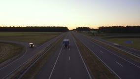 在现代高速公路的定期流逝交通在夜、后勤学和旅行概念 o r 股票视频