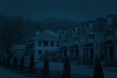 在现代住宅房子复合体的行的街道视图 库存图片