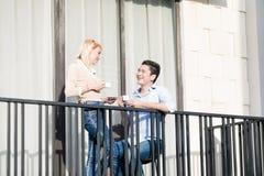在现代公寓阳台的夫妇  图库摄影