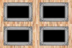 在现代木墙壁上的四个灰色木制框架 免版税库存图片