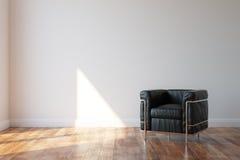 在现代样式内部的黑豪华皮革扶手椅子 免版税库存图片