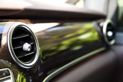 在现代汽车内部的发热设备 浅深度的域 免版税库存照片