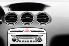 在现代汽车的控制板 免版税库存照片