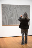 在现代艺术博物馆里面的人们在NYC 免版税图库摄影