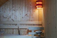 在现代芬兰蒸汽浴里面 免版税库存图片