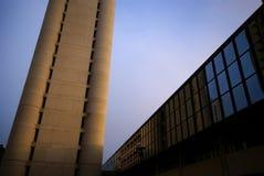 在玻璃、钢和混凝土的现代主义 免版税库存图片