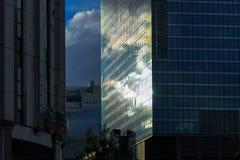 在玻璃和金属的阳光反射 免版税库存照片