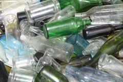 在玻璃回收里面的玻璃瓶 免版税库存照片