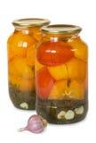 在玻璃瓶子的用卤汁泡的蕃茄 免版税库存照片