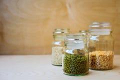 在玻璃瓶子的绿豆 库存图片