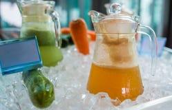 在玻璃瓶子的Buffe汁液 免版税图库摄影