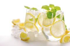 在玻璃的柠檬水饮料 图库摄影