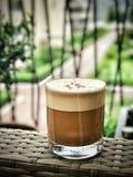 在玻璃的热奶咖啡 库存照片