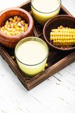 在玻璃的玉米牛奶 库存图片