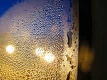 在玻璃的结露在秋天 库存照片