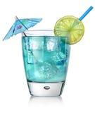 在玻璃的蓝色鸡尾酒 库存图片