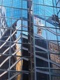 在玻璃盘反映的城市大厦Windows 免版税图库摄影