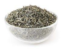 在玻璃碗的绿茶在白色背景 免版税库存图片