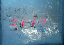 在玻璃窗的冰冷的样式在冬天 库存图片