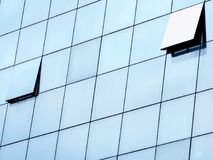 在玻璃门面的开窗口 免版税图库摄影
