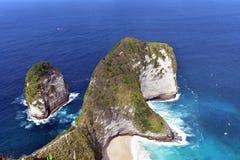 在珀尼达岛海岛上的Kelingking海滩 免版税库存图片