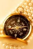 在珍珠的金黄指南针 库存图片