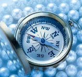 在珍珠的金黄指南针 免版税库存图片