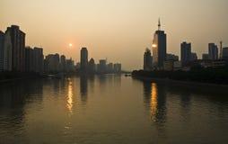 在珠江附近的日出在广州 免版税库存照片