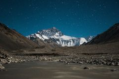 在珠穆朗玛峰的星 免版税图库摄影